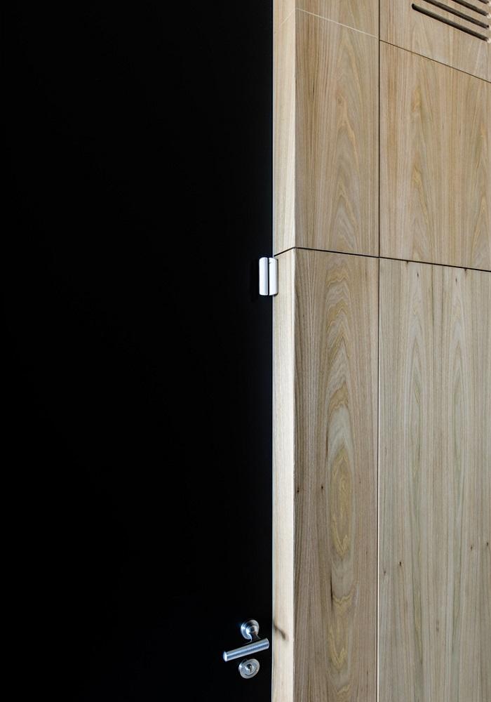 Ajax DoorProtect Plus weiß - in Ecklage montiert